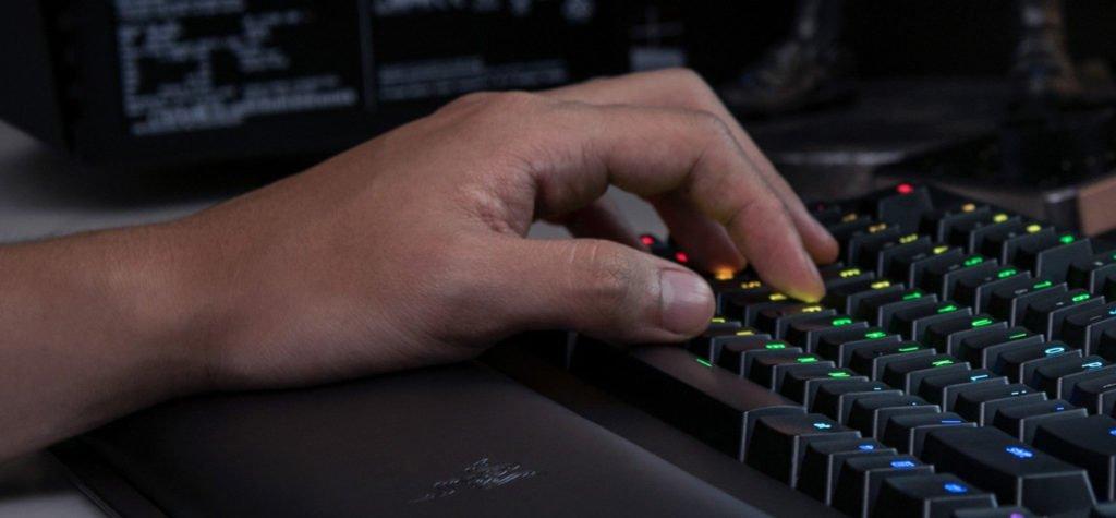 Razer BlackWidow Chroma V2 (2017) - Clavier Gaming Mécanique, Rétro-Éclairage RGB - Green Switch